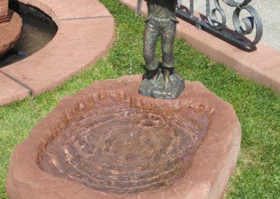 Brunnen mit Bronzefigur Eddy ca. 80cm x 58cm x 20cm H
