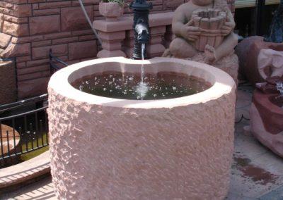 Massivbrunnen gespitzt Frontansicht