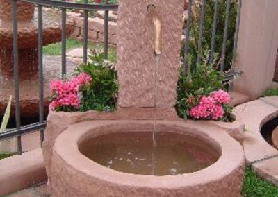 Massivbrunnen mit Pflanznischen ca. 70-80cm x 70cm x 30-35cm H