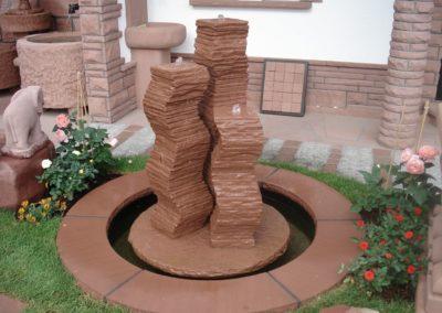 Säulenbrunnen Groß geschwungen Säulenhöhen 1,10m, 90, 70cm mit Becken D= 1,20m und Abdeckplatten Gesamt D= ca. 1,70m