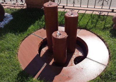 Säulenbrunnen klein rund glatt, Säulenhöhen 55,45,35cm D= ca. 12cm mit Becken D= 60cm und Abdeckplatten Gesamt D= ca. 1,00m