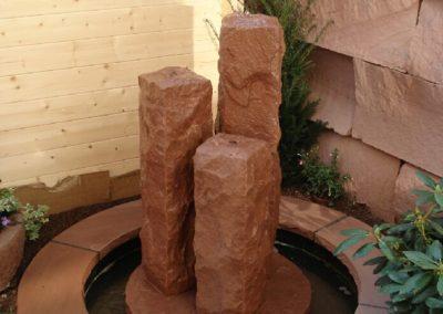 Säulenbrunnen rustikal Säulenhöhen 60, 50, 40 mit Becken D= 1,00m und Abdeckplatten Gesamt D= ca. 1,50m
