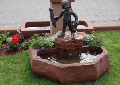 Wezelinbrunnen inkl. Wasser- und Blumenkombination ca. 1,05m x 90cm x 30cm H