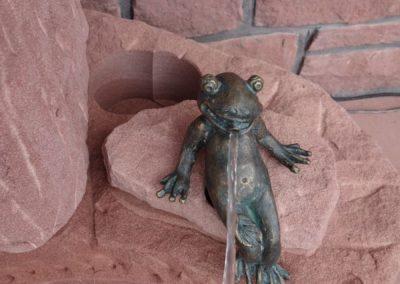 k-Bronzefigur Frosch