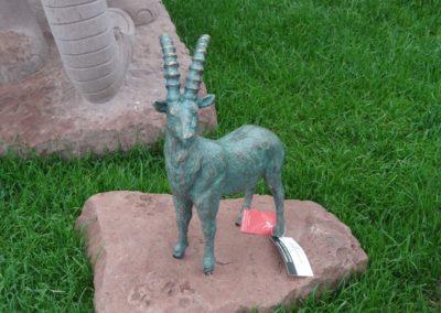 k-Bronzefigur Steinbock