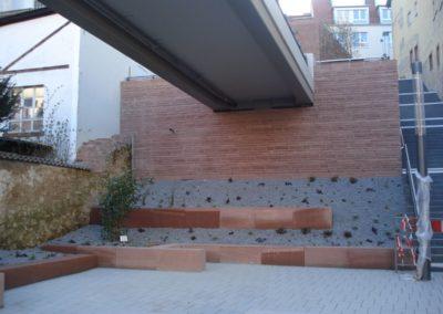 k-Fußgängersteg Weinheim Regelmäßiges Schichtmauerwerk Ansicht bossiert Sitzquader diamantgesägt