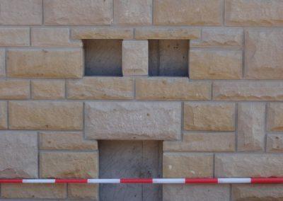 k-Küchen Regelmäßiges Schichtmauerwerk mit Unterbrecher 11, 17, 29,5 Ansicht bossiert Leistädter Sandstein Gelb (2)