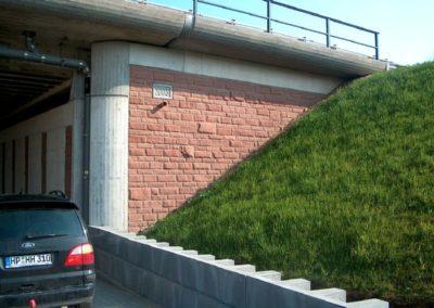 k-Mainz Regelmäßiges Schichtmauerk Ansicht bossiert mit Unterbrecher