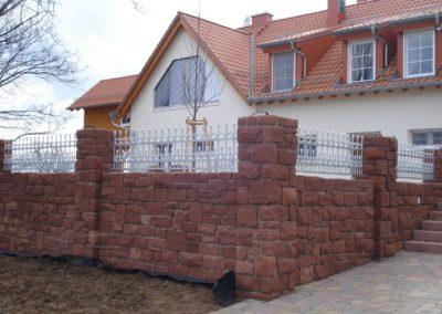 k-Mauersteine bruchrau mit Pfeilern