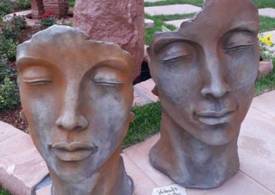 Steinguß Gesichter klein
